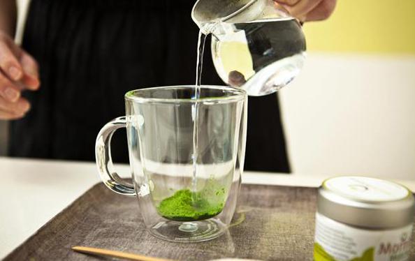 pouring_matcha