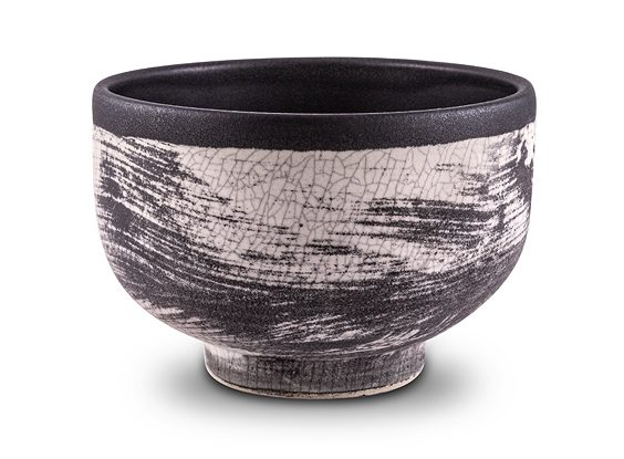 The Hayden Matcha Tea Bowl with Black Crackle Grafito